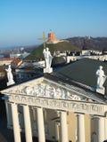 大教堂、Gediminas小山和三个十字架从上面 免版税图库摄影