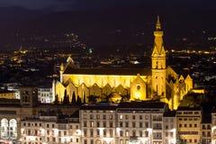 大教堂三塔Croce在佛罗伦萨在晚上,意大利 免版税库存图片