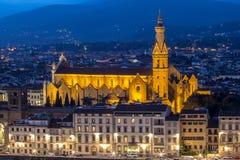 大教堂三塔Croce在佛罗伦萨在晚上,意大利 库存照片