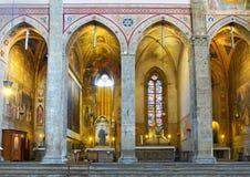 大教堂二三塔Croce近星点的教堂。佛罗伦萨,意大利 免版税库存图片