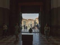 大教堂二圣玛丽亚della致敬入口在威尼斯,意大利 免版税库存照片