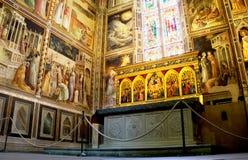 大教堂二的三塔Croce Baroncelli教堂。佛罗伦萨,意大利 免版税库存照片