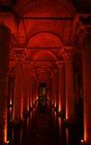 大教堂储水池伊斯坦布尔yerebatan sarayi的tur 免版税库存照片