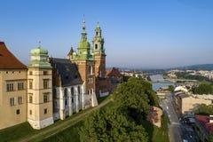 大教堂克拉科夫波兰wawel 在日出的鸟瞰图 免版税库存照片