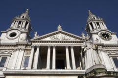 大教堂入口前面对西部的pauls st 免版税库存照片