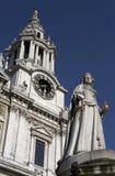 大教堂入口前面对西部的pauls st 免版税图库摄影