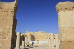 大教堂入口在Avdat罗马村庄的 免版税库存照片