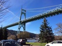 大教堂公园桥梁在阳光下 免版税图库摄影