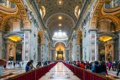 大教堂内部彼得・罗马s st 免版税图库摄影
