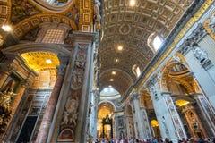 大教堂内部彼得・罗马s st 免版税库存图片