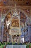 大教堂内部罗马视图 免版税库存图片