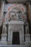大教堂内部peters st梵蒂冈 免版税库存照片