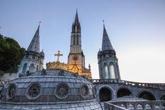 大教堂冠镀金了卢尔德 免版税图库摄影