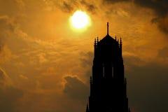 大教堂剪影在哈密尔顿,在日落的安大略 免版税库存照片