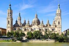 大教堂和埃布罗河在萨瓦格萨 库存图片