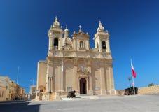 大教堂和太阳 免版税库存图片