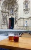 大教堂和桑格里酒 免版税库存图片