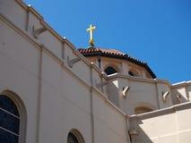 大教堂圆顶和交叉 免版税库存图片