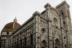 大教堂圆顶在佛罗伦萨,意大利,在一个春日 免版税库存图片