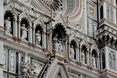 大教堂圆顶在佛罗伦萨,意大利,在一个春日 库存照片
