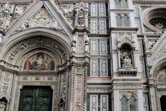 大教堂圆顶在佛罗伦萨,意大利,在一个春日 免版税库存照片