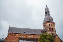 大教堂圆顶里加 在13世纪修建的一个老宗教大厦 其中一城市的视域 库存照片
