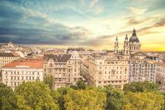 大教堂圣斯德望和布达佩斯,匈牙利的历史的中心的美丽的景色 库存图片