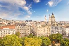大教堂圣斯德望和布达佩斯,匈牙利的历史的中心的美丽的景色 免版税库存图片