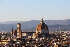 大教堂圣玛丽亚在黄昏,佛罗伦萨,意大利的del菲奥雷(中央寺院) 图库摄影