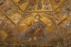 大教堂圣玛丽亚del菲奥雷的内部在佛罗伦萨 免版税库存图片