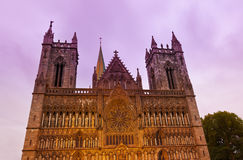 大教堂在日落的特隆赫姆挪威 免版税图库摄影