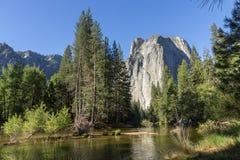 大教堂岩石在优胜美地 库存图片