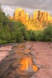 大教堂岩石波纹和反射 库存图片