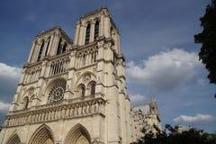 大教堂巴黎圣母院-观看底下长袜视域  免版税库存照片
