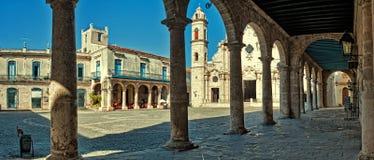 大教堂广场的全景在哈瓦那 免版税库存照片