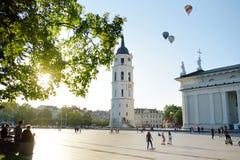 大教堂广场,维尔纽斯老镇的大广场,维尔纽斯,立陶宛 免版税库存图片