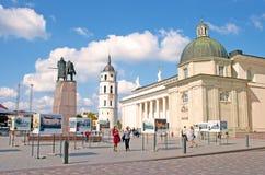 大教堂广场,维尔纽斯老镇的大广场 库存照片