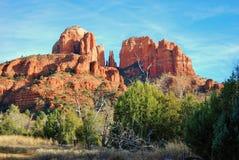 大教堂庄严红色岩石在Sedona,亚利桑那附近晃动 免版税库存图片