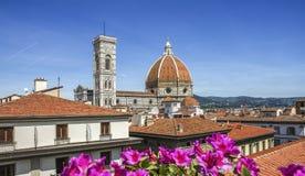 大教堂教会圣玛丽亚del菲奥雷关闭圆顶春日,佛罗伦萨,意大利,被定调子的减速火箭 库存图片