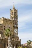 大教堂时钟意大利巴勒莫西西里岛塔 免版税库存照片