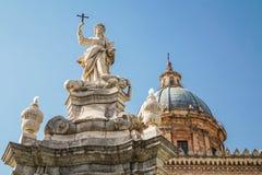 大教堂时钟意大利巴勒莫西西里岛塔 库存照片