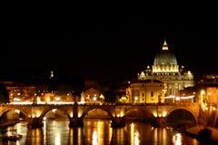 大教堂晚上彼得・罗马s st 免版税图库摄影