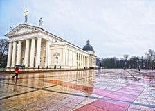 大教堂正方形的看法在多雨天气的在vi的圣诞节 库存照片