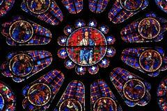 大教堂沙特尔玻璃弄脏了视窗 免版税库存照片