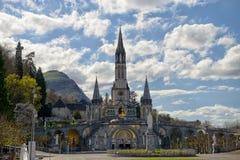 大教堂的看法在卢尔德,法国 库存照片