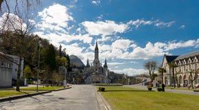 大教堂的看法在卢尔德,法国 图库摄影