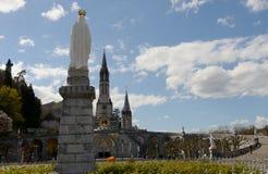 大教堂的看法在卢尔德,法国 免版税库存照片