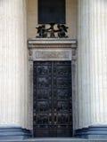 大教堂的门 库存照片