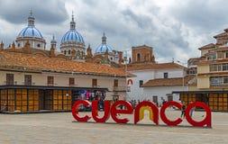 大教堂覆以圆顶都市风景,昆卡省,厄瓜多尔 免版税库存照片