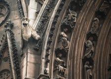 大教堂贵妇人面貌古怪的人notre 库存图片
